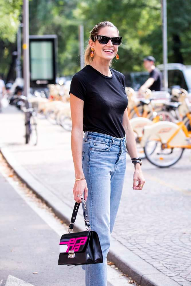 Jeans and a plain tee.
