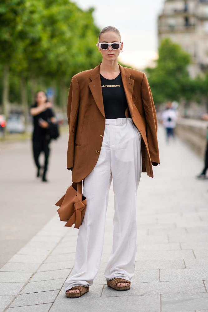 White trousers and an oversized blazer.