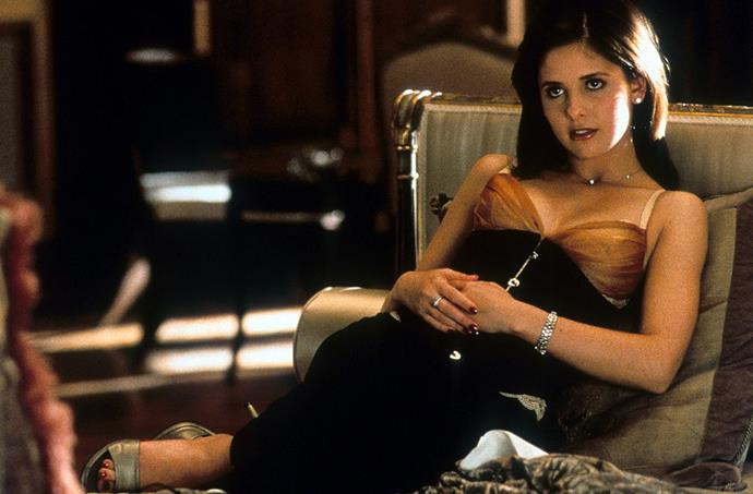 Sarah Michelle Gellar in a contrasting bra and waist corset in *Cruel Intentions* in 1999.