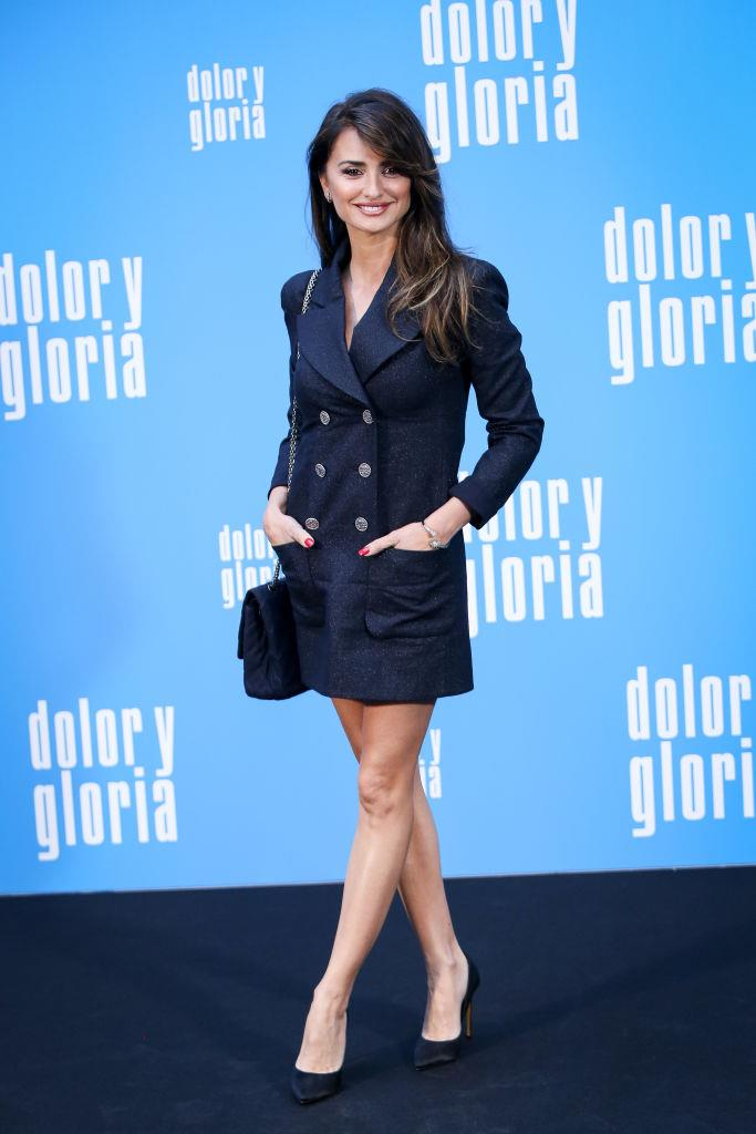 Penélope Cruz wearing a double-breasted navy drazer in 2019.