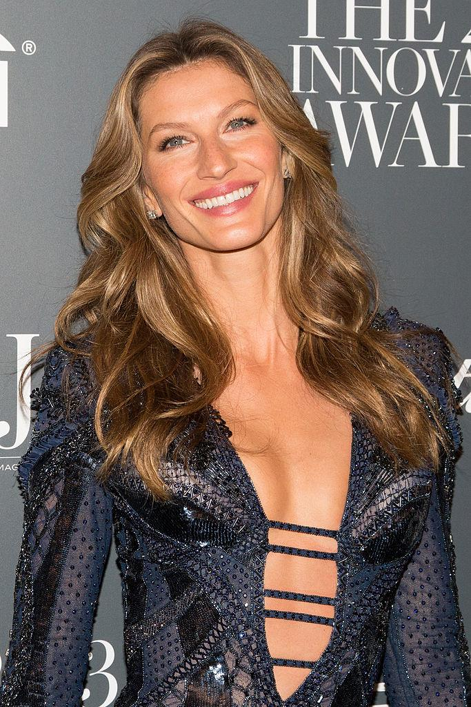 """**Gisele Bündchen** <br><br> We didn't realise how intrinsically linked Bündchen was to her golden locks until she posed with a bob haircut in a campaign for Brazilian jeweller [Vivara](https://www.fashiongonerogue.com/gisele-bundchen-short-hair-vivara-campaign/