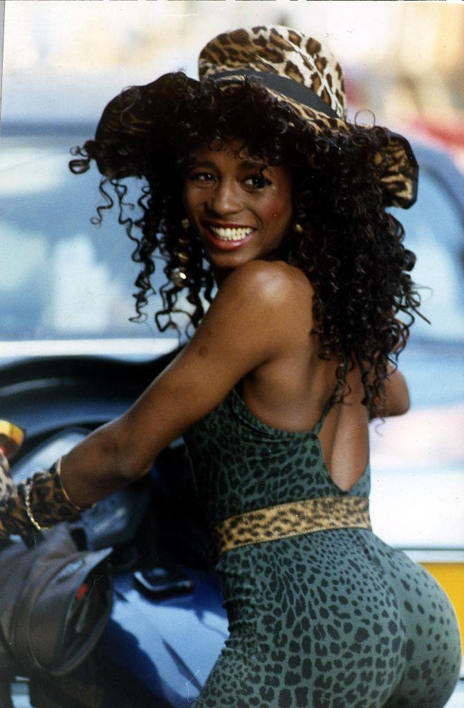 """**Sinitta: 1984 - 1986** <br><br> British singer Sinitta dated Pitt on and off for two years, revealing on TV show *I'm A Celebrity* that he was, """"beautiful with the most amazing body"""". """"I saw him for two years. He was fun, he was young and very sweet,"""" she said."""