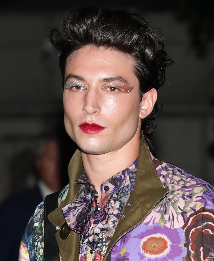 "**Ezra Miller**<br><br>  *Fantastic Beasts And Where To Find Them* star Ezra Miller is a modern beauty icon if we ever saw one (who could forget that [trompe-l'œil Met Gala look](https://www.elle.com.au/beauty/met-gala-best-beauty-looks-20412|target=""_blank"")?). A proponent of individuality over cookie-cutter makeup, Miller has an almost spiritual approach to beauty.<br><br>  ""I see beauty as a hidden truth within, under, and around things,"" he told [*Allure*](https://www.allure.com/story/ezra-miller-makeup-urban-decay-interview