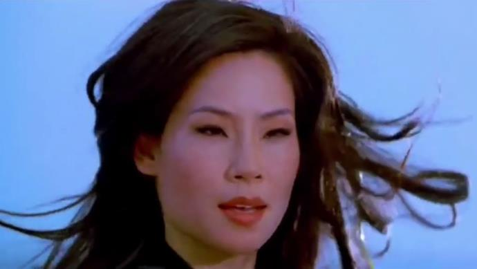 **Lucy Liu's hypnotising hair flip in** ***Charlie's Angels***<br><br>  While *Charlie's Angels* gave us many worthy hair flip moments, the winning one has to go to Lucy Liu as Alex, whose swishing black tresses were a sight to behold.