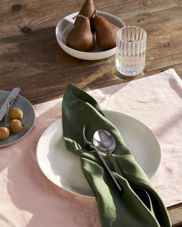 "**Theme Your Table Setting**<br><br>  *Image via [Philé](https://phile.com.au/products/natural-linen-napkin|target=""_blank""