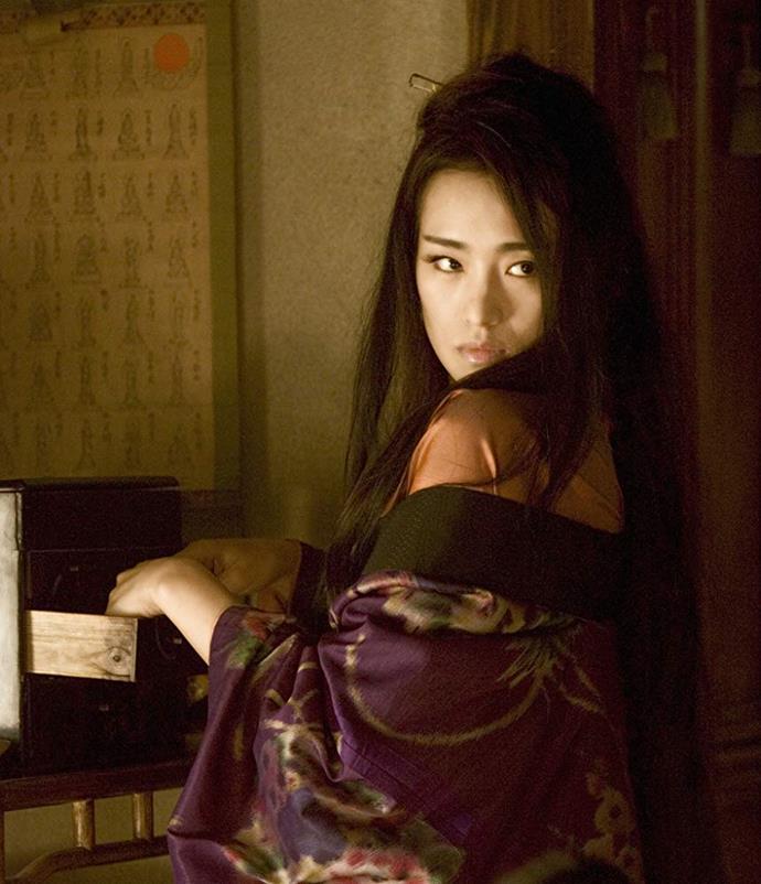 Gong Li as Hatsumomo in *Memoirs of a Geisha*.<br><br>  *Image via IMDb*