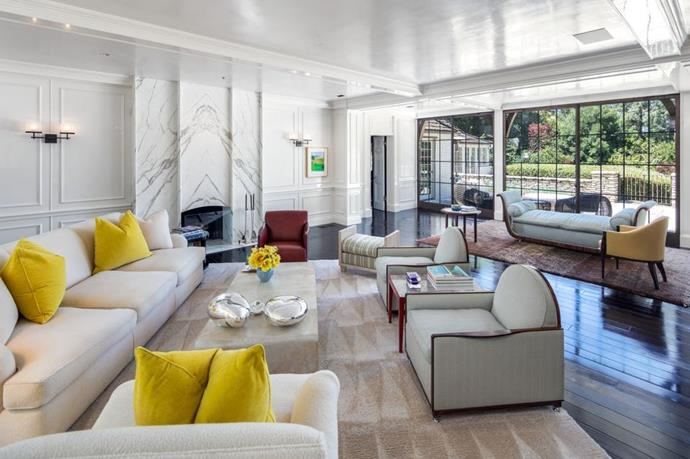 "A living room<br><br>  *Image by Tyler Hogan via [Mansion Global](https://www.mansionglobal.com/articles/former-beverly-hills-home-of-jennifer-aniston-and-brad-pitt-asks-49-million-203446|target=""_blank""