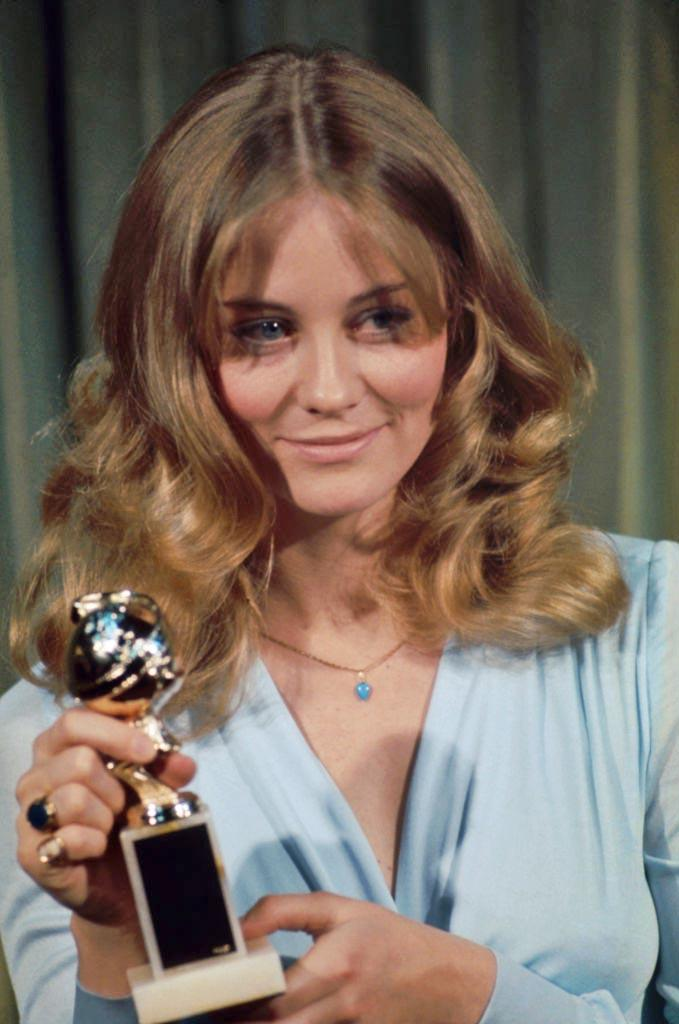 "**1974: 'No-makeup' makeup**<br><br>  ['No-makeup' makeup](https://www.elle.com.au/beauty/no-makeup-makeup-tutorial-18709|target=""_blank"") largely ruled the early to mid-'70s, as seen here on actress Cybill Shepherd."