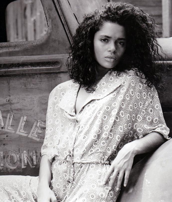 **1987: Voluminous curls**<br><br>  Everything was big throughout the '80s, and as we know, hair was no exception. Voluminous curls and perms became especially popular in the latter half of the decade, as depicted here on *A Different World* star, Lisa Bonet.