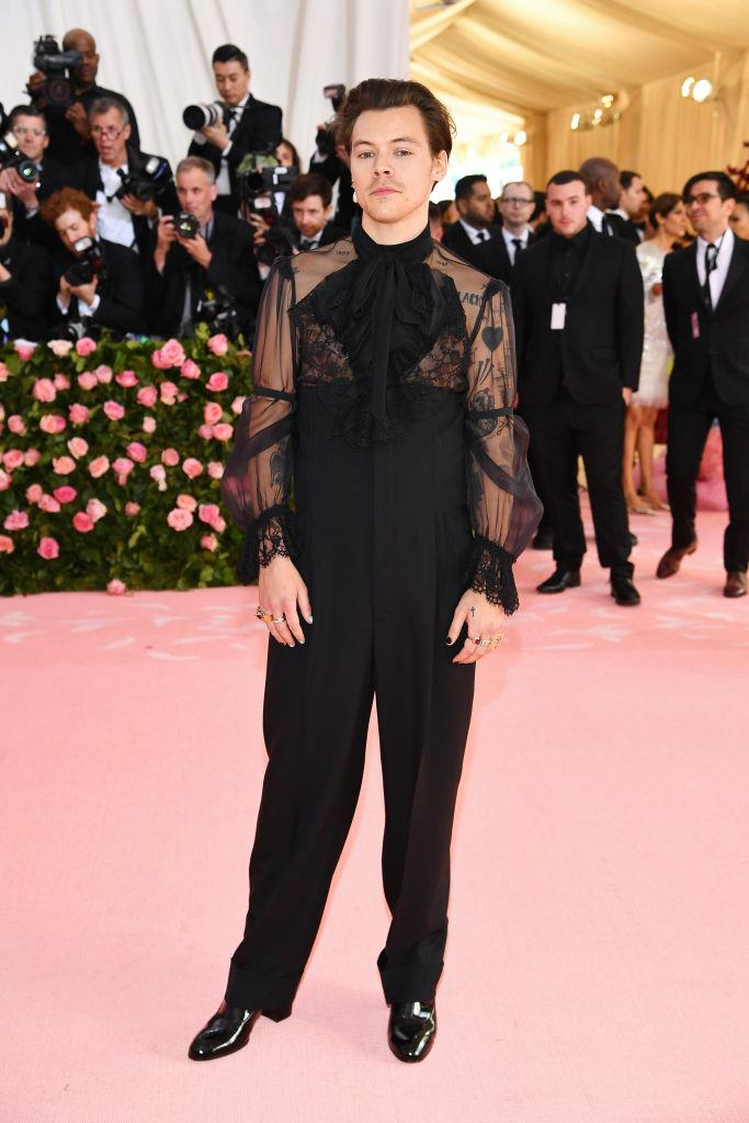 "**9. Harry Styles**<br><br>  An eternal trendsetter, Harry Styles had a number of noteworthy moments on the red carpet this year. These include his Gucci get-up and solo earring at the [Met Gala](https://www.harpersbazaar.com.au/fashion/met-gala-them-2020-19551|target=""_blank""), which saw a 28% spike in searches for the product. He also triggered a 78% increase in searches for bright blue suits after he was photographed stepping out in one in New York."