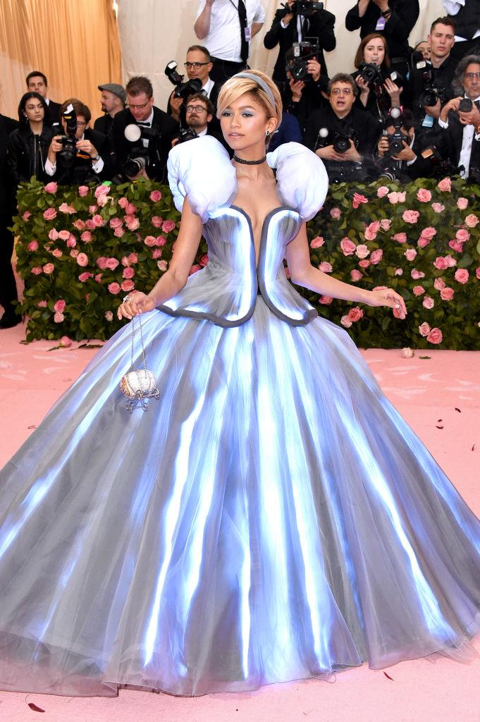 "**3. Zendaya**<br><br>  Zendaya's red carpet prowess clearly isn't one to be underestimated, with the singer, actress and designer landing at number three on the list. Interest in her Cinderella-inspired Tommy Hilfiger gown from the 2019 Met Gala saw searches for the brand go up by 54%, while [her stunning green Vera Wang Emmys Dress](https://www.elle.com.au/fashion/zendaya-emmys-2019-21334|target=""_blank"") pushed searches for the label up by 33%."