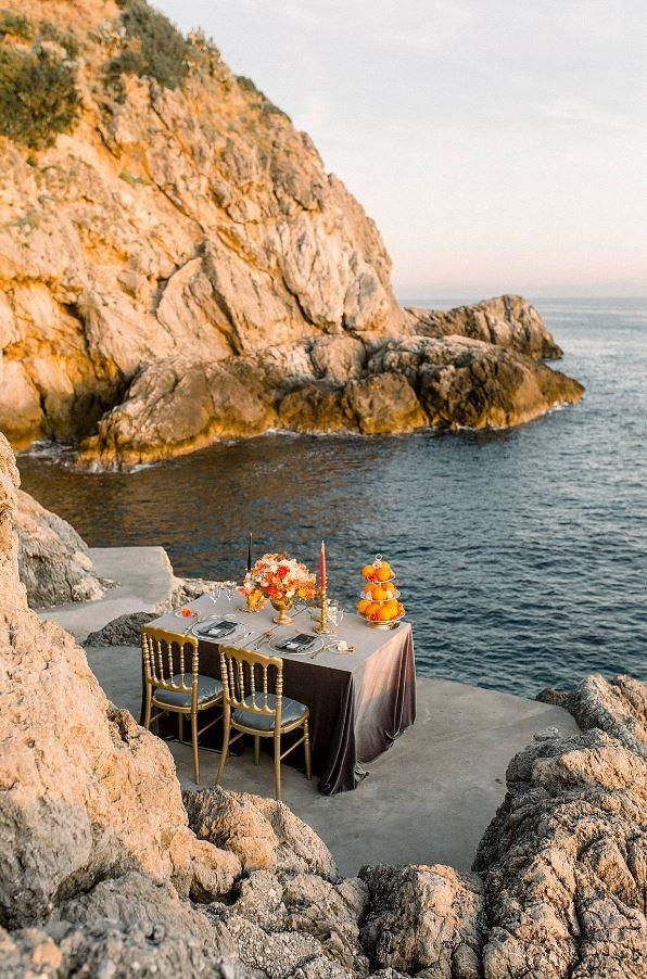 **Was there anything the groom was particularly keen on including in the wedding?** He wanted to have dinner during the sunset.