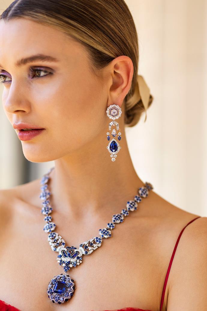 Model wears Verona necklace.