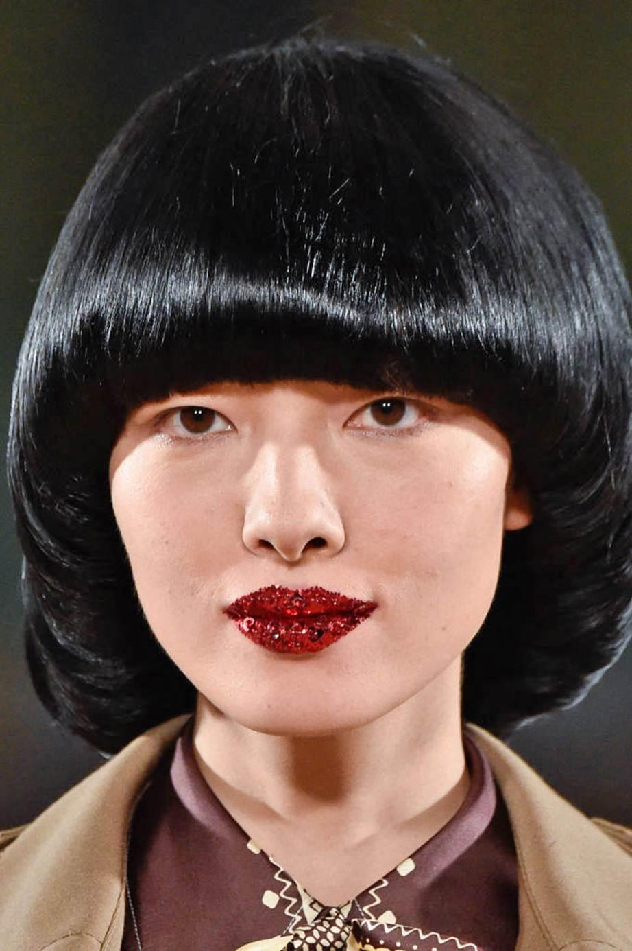 Datang dari tahun 60-an, model rambut wanita ini sangat unik