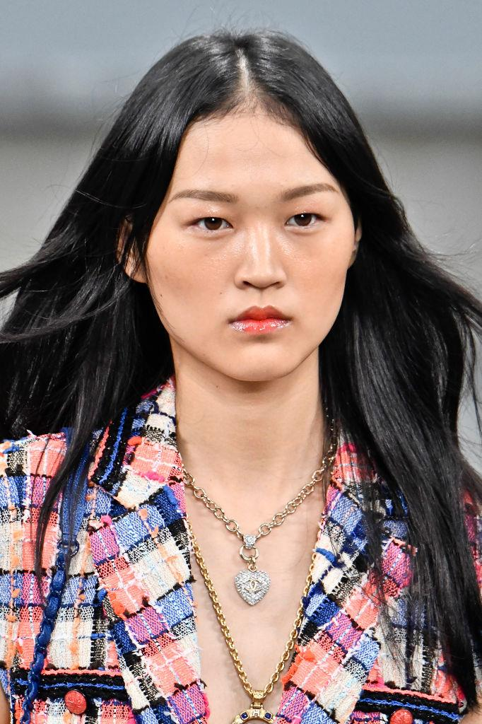 "**ULTRA-GLOSSY**<br><br>  Moving away from the extreme matte look, the all-over gloss effect combining lips, lids and cheeks will be a major trend for 2020. Although transeasonal in its appeal, it made its grand debut on the spring/summer 2020 runways, most notably at [Chanel](https://www.chanel.com/au/makeup/|target=""_blank""
