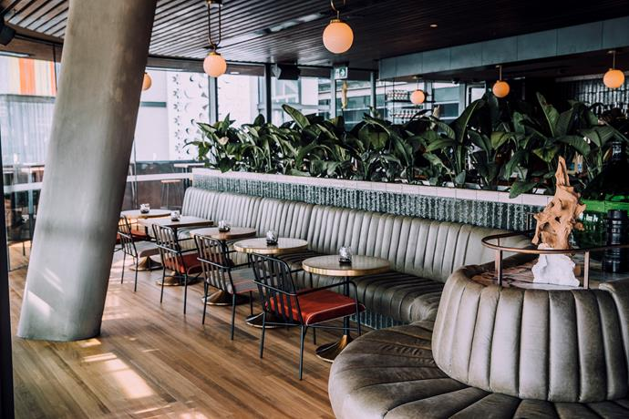 """**Barangaroo House** <br><br> This three-level building in Sydney's inner-city has NYE activities to suit every taste or budget. Have a sunset tipple and enjoy a ive DJ at House Bar from 4pm to 1am, book in for a family dinner at upmarket Bea restaurant, or party it up at rooftop bar Smoke where you can soak in the harbour views (and soak up some cocktails). No tickets, no cover charges, just reservations required. A fuss-free NYE for even your pickiest of pals. <br><br> *[Book here.](https://www.barangaroohouse.com.au/new-years-eve