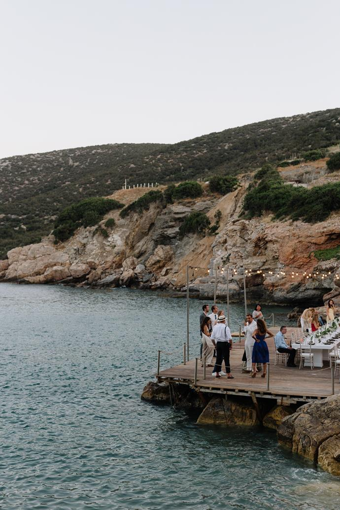 **On the reception:** Buses later took the wedding guests to the reception venue, Lazarou Beach in the village of Platis Gialos. On a plateau over the ocean, dinner was served, with a focus on Greek specialities.