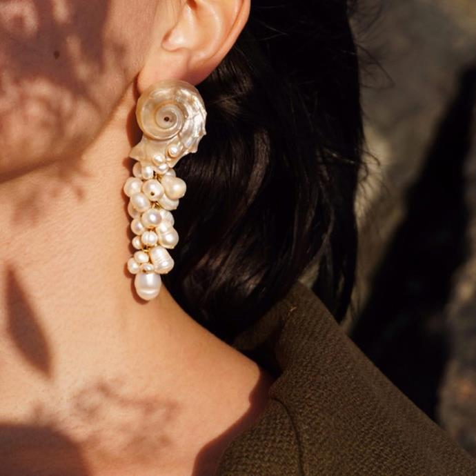 """**Any notes on jewellery?**<br><br>  *CONSIDER PEARLS*<br><br>  """"For jewellery, elevate your coastal look with unique, baroque [pearl](https://www.harpersbazaar.com.au/fashion/pearl-jewellery-brands-19172