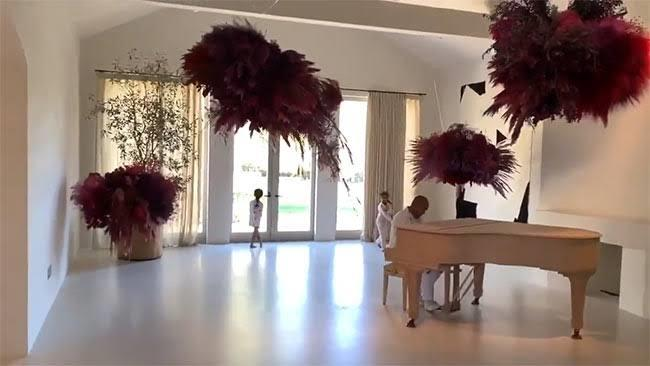 """***Kim Kardashian and Kanye West's house*** <br><br> The home also contains this piano room, which West often uses to house romantic gestures for his wife. For example, for Valentine's Day in February 2019, he hired acclaimed saxophonist Kenny G to serenade his wife among hundreds of individually-glassed red roses. <br><br> *Image: Instagram [@kimkardashian](https://www.instagram.com/kimkardashian/