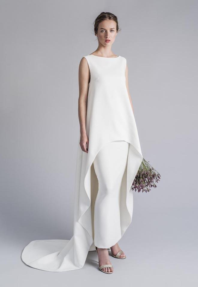 "**Minimalism Reborn**<br><br>  On the opposite end of the spectrum, [low-key brides](https://www.harpersbazaar.com.au/bazaar-bride/casual-celebrity-wedding-dresses-18705|target=""_blank"") who favour a more understated aesthetic will be pleased to see an emergence of minimalist gowns with unexpected accents. Think: elegant overlays with waterfall hems, [Meghan Markle-esque high necks](https://www.harpersbazaar.com.au/culture/stella-mccartney-meghan-markle-wedding-dress-17672