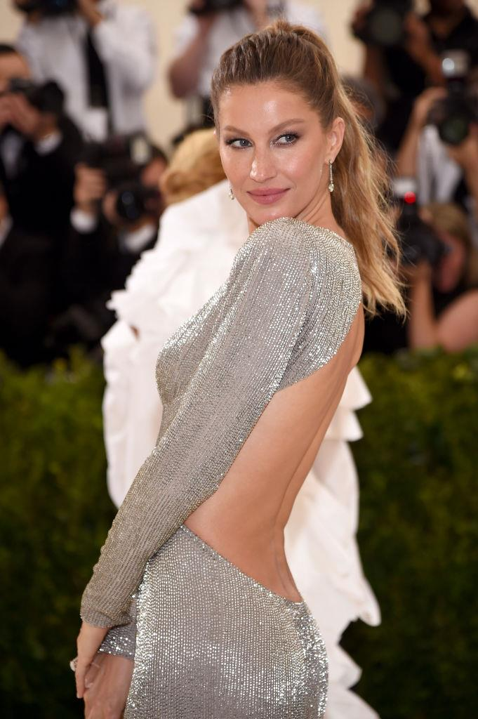 """**Gisele Bündchen**<br><br>  In her book *Lessons*, Bündchen revealed she follows the popular [5:2](https://www.healthline.com/nutrition/the-5-2-diet-guide target=""""_blank"""") version of intermittent fasting, which involves eating normally on five days of the week and restricting calories to 500-600 calories on the remaining two.<br><br>  While the fasting window is up to the individual, the Brazilian supermodel explained she fasts until lunchtime two days of the week to allow her body time to rest and digest."""