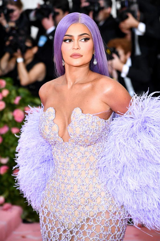 "**3. Kylie Jenner**<br><br>  While Kylie Jenner may be a billionaire and have earned a significant amount from [selling the majority stake in Kylie Cosmetics](https://www.elle.com.au/beauty/kylie-jenner-sells-kylie-cosmetics-22654|target=""_blank"") in 2019, she only ranks third on the list when it comes to Instagram income. The report states that the younger Jenner sister earned USD $3.8 million (AUD $5.44 million) through paid posts on Instagram, charging USD $1.27 million (AUD $1.82 million) per post. She reportedly had a total of three ad posts in 2019."