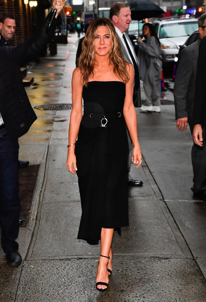 "**DIET: Intermittent Fasting**<br><br>  Aniston is one of a number of [celebrities who swear by intermittent fasting](https://www.harpersbazaar.com.au/health-fitness/intermittent-fasting-celebrities-19484|target=""_blank"").<br><br>  The actress discussed her penchant for the 'non-diet' diet—a style of eating that doesn't restrict what or how much you eat, but rather, when you eat—in a 2019 interview with *Radio Times*.<br><br>  In it, she explained that she follows the [16:8](https://www.healthline.com/nutrition/16-8-intermittent-fasting
