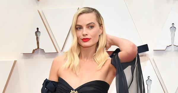 Margot Robbie's Oscars Look Was Inspired By One Of The 1990s' Most Iconic Runway Moments