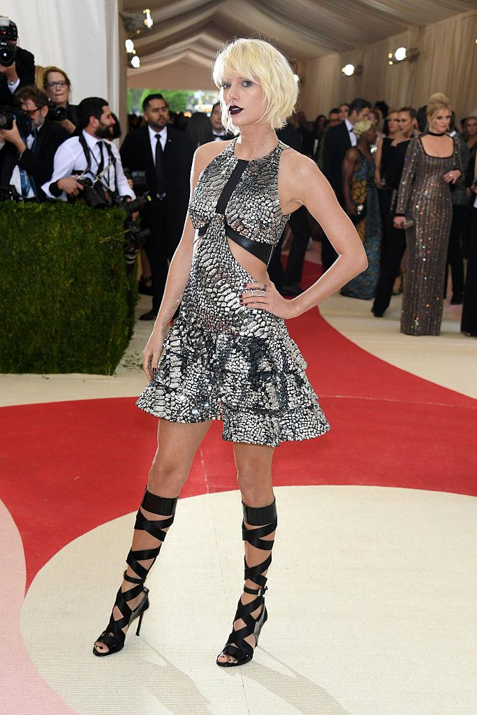 "**Taylor Swift in Louis Vuitton at the Met Gala (2016)** <br><br> Taylor Swift will always be synonymous with country music, but when her music began to transcend genres, so did her fashion. At the 2016 Met Gala, the ""Blank Space"" singer wore a bold, sci-fi-reminiscent metallic look by Nicolas Ghesquière of Louis Vuitton, along with a brand-new bleach-blonde bob. <br><br> Preceding her *Reputation* era, the look signalled a more experimental, pop-friendly vibe for Swift, who had previously been known for her clean-cut image."