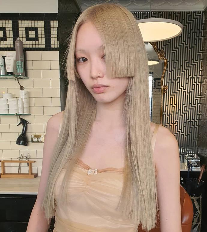"""**14. Fernanda Ly** <br><br> With her glowing skin, impeccable off-duty style, and famous hair (which was once pink, but is now a bronde shade), it's no wonder model Fernanda Ly has amassed 316,000 followers. <br><br> Follow: [@warukatta](https://www.instagram.com/warukatta/