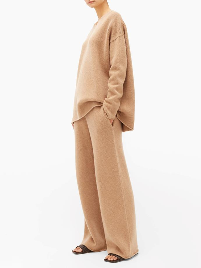 "[Dip-hem knitted cashmere sweater](https://fave.co/3bphIGT|target=""_blank""