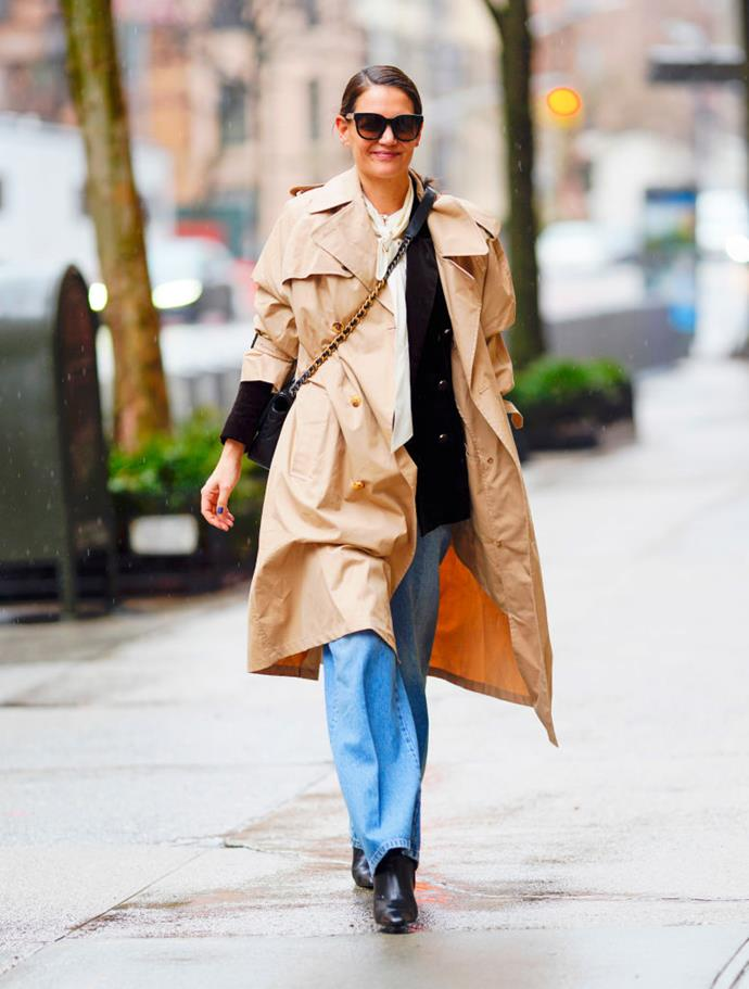 """In a light [trench coat](https://www.elle.com.au/fashion/vinyl-trench-coat-21009