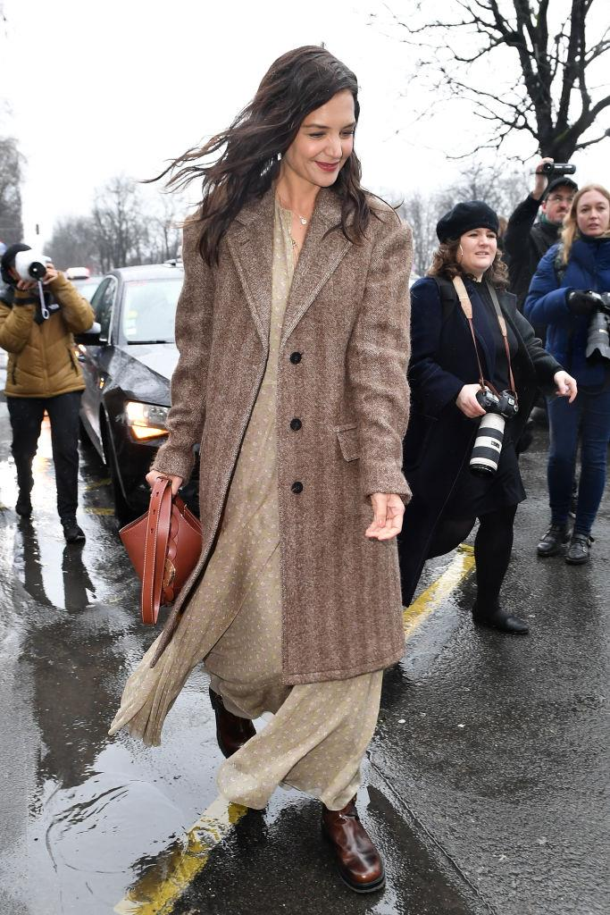 """In layered neutrals with the [Chloé 'Darryl' bag](https://fave.co/2Y3fwki