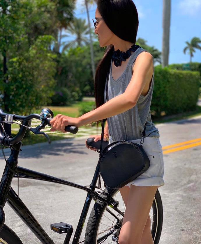 "**EXERCISE: Bike Riding And Weight-Lifting** <br><br> Proving that intense exercise routines aren't entirely necessary, Wang's moderate weight-lifting and cycling keeps her feeling fit and energised. <br><br> When referring to her daily workout routine in a 2016 interview with *[Harper's BAZAAR U.S.](https://www.harpersbazaar.com/fashion/designers/a910/24-hours-with-vera-wang-1112/|target=""_blank""