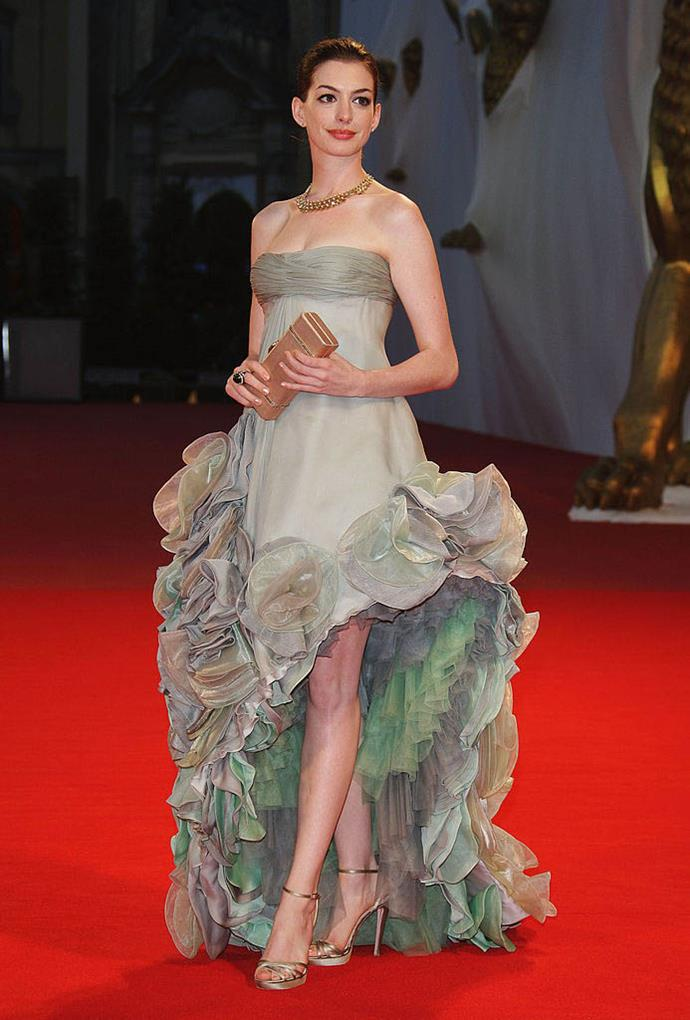Anne Hathaway in Atelier Versace (2008)