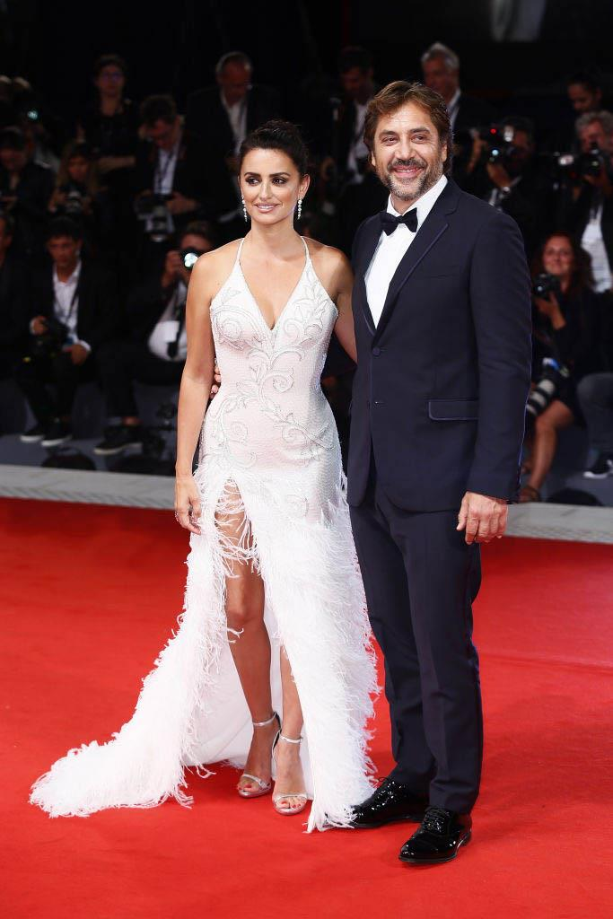 Penélope Cruz in Atelier Versace with Javier Bardem (2017)