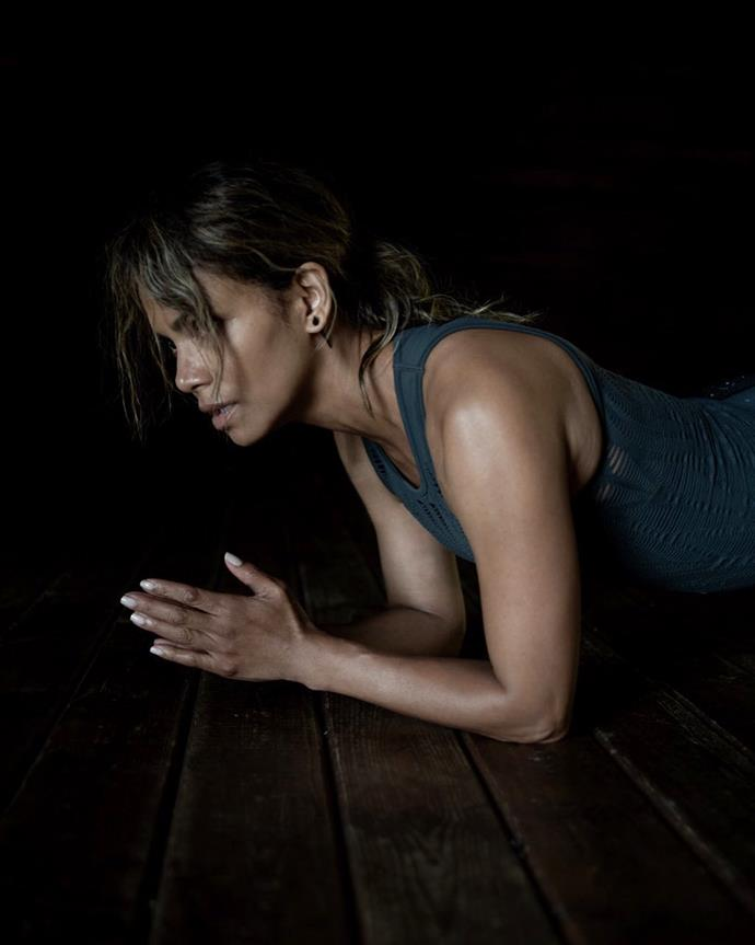 """**EXERCISE: Core Work Through Full-Body Exercises (And Planks)**<br><br>  As far as core work goes, Berry favours full-body, compound exercises like squats to challenge the abdominals, over traditional moves like crunches and situps.<br><br>  """"My average workout these days doesn't involve a single situp or crunch,"""" Berry wrote in [*Women's Health*](https://www.womenshealthmag.com/fitness/a32698758/halle-berry-abs-workouts/
