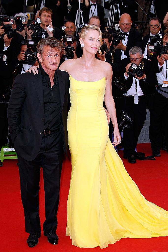 """**Charlize Theron and Sean Penn**<br><br>  Although the pair split in 2015, [*Bombshell*](https://www.harpersbazaar.com.au/culture/bombshell-movie-plot-19819