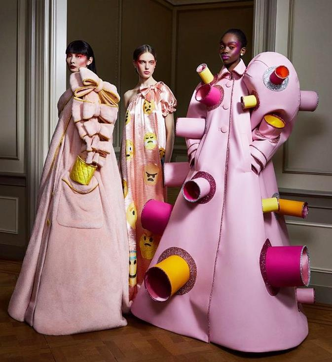 "**Viktor & Rolf's ""Change"" Collection Capturing The Spirit Of Our Uncertain Times**<br><br>  The second ""mindset"" of looks, designed to symbolise the fluctuating emotions of this time."