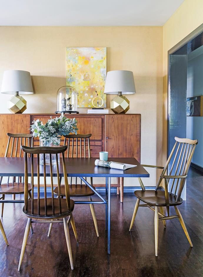 """""""We've squeezed eight around the dining table but to have that many, you really have to like each other!"""" says Rowena. The dining table was designed by [Coop Creative](http://coopcreative.com.au/ target=""""_blank""""). The vintage Ercol dining chairs are from [Addvintage](http://addvintage.com.au/ target=""""_blank""""). The door frame and skirting are painted Obsidian Glass while the walls are painted Moonstone, both paints from [Dulux](http://www.dulux.com.au/ target=""""_blank"""")."""