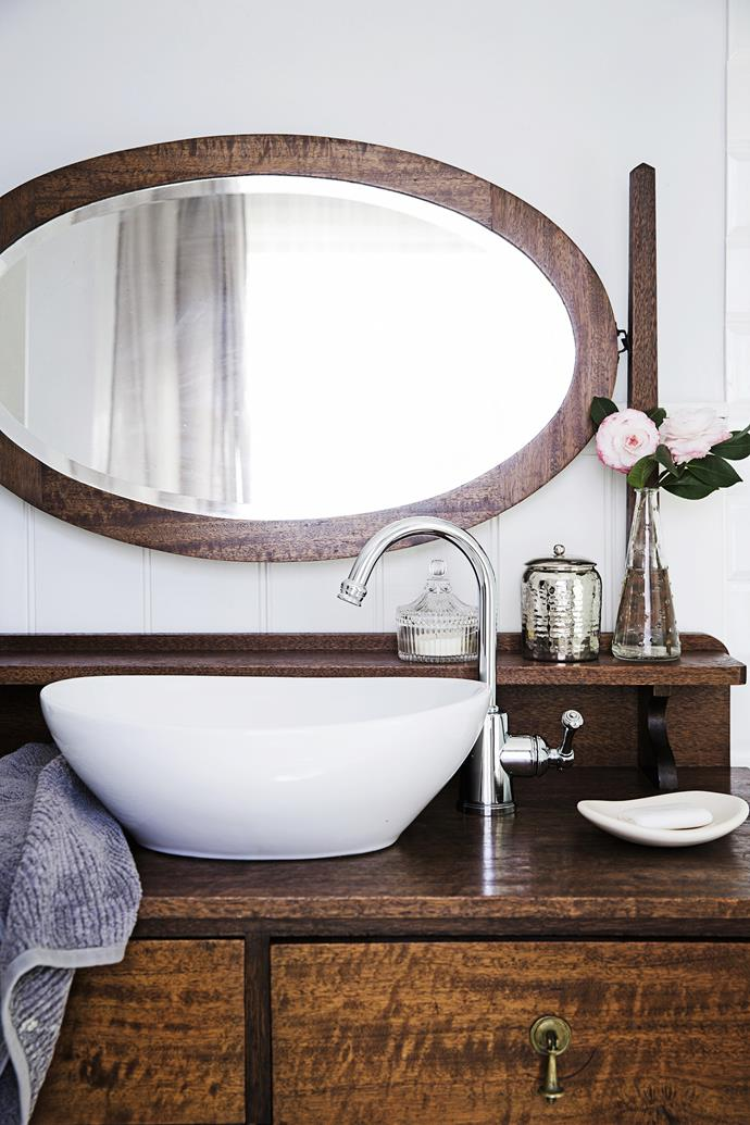 """Another Gumtree find, the vanity has been converted by inserting a bowl bought from [Bunnings](http://www.bunnings.com.au/