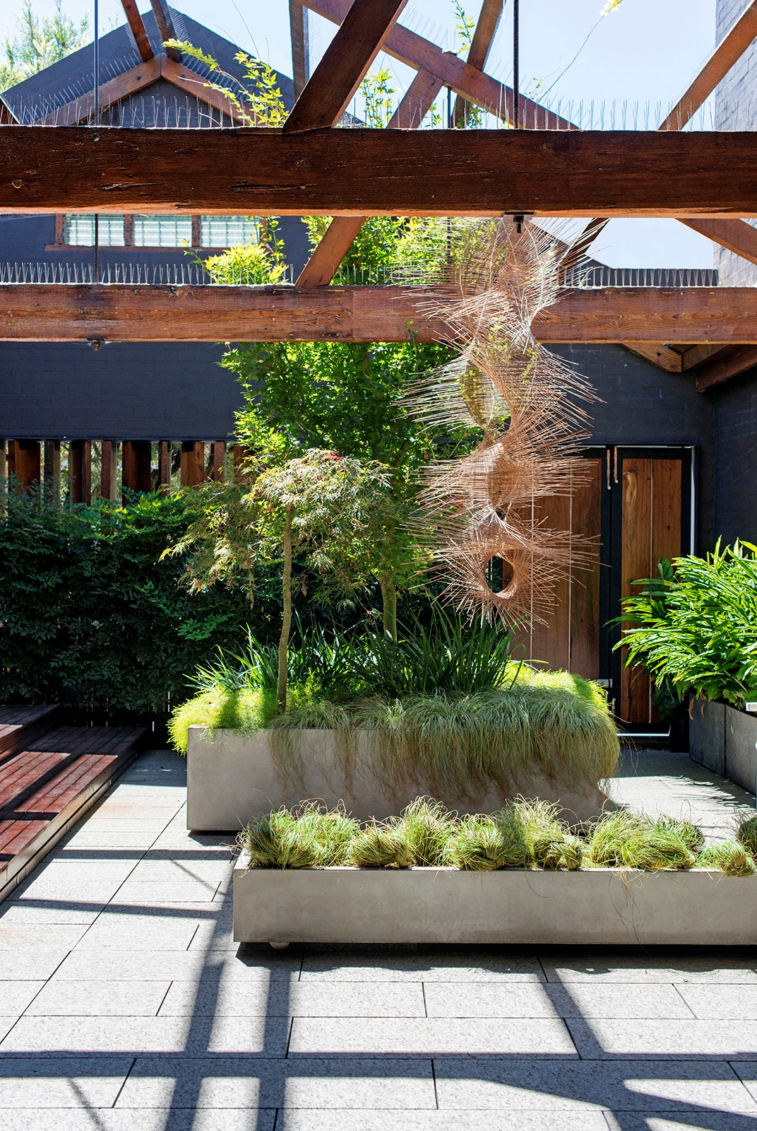 "Landscape designer Richard Unsworth of [Garden Life](http://gardenlife.com.au/|target=""_blank"") created this [lush and serene courtyard and internal atrium](http://www.homestolove.com.au/gallery-industrial-style-urban-courtyard-1573
