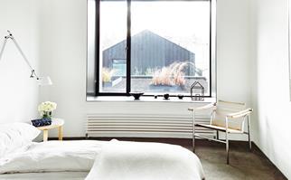 Apartment bedroom wool carpet