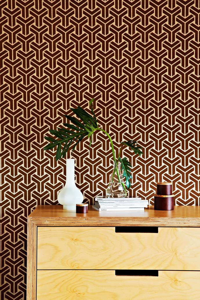 "The graphic flocked wallpaper is an original 70s design. For similar, try [Flashback Fabrics & Wallpaper](http://www.flashbackfabric.com.au/|target=""_blank"")."