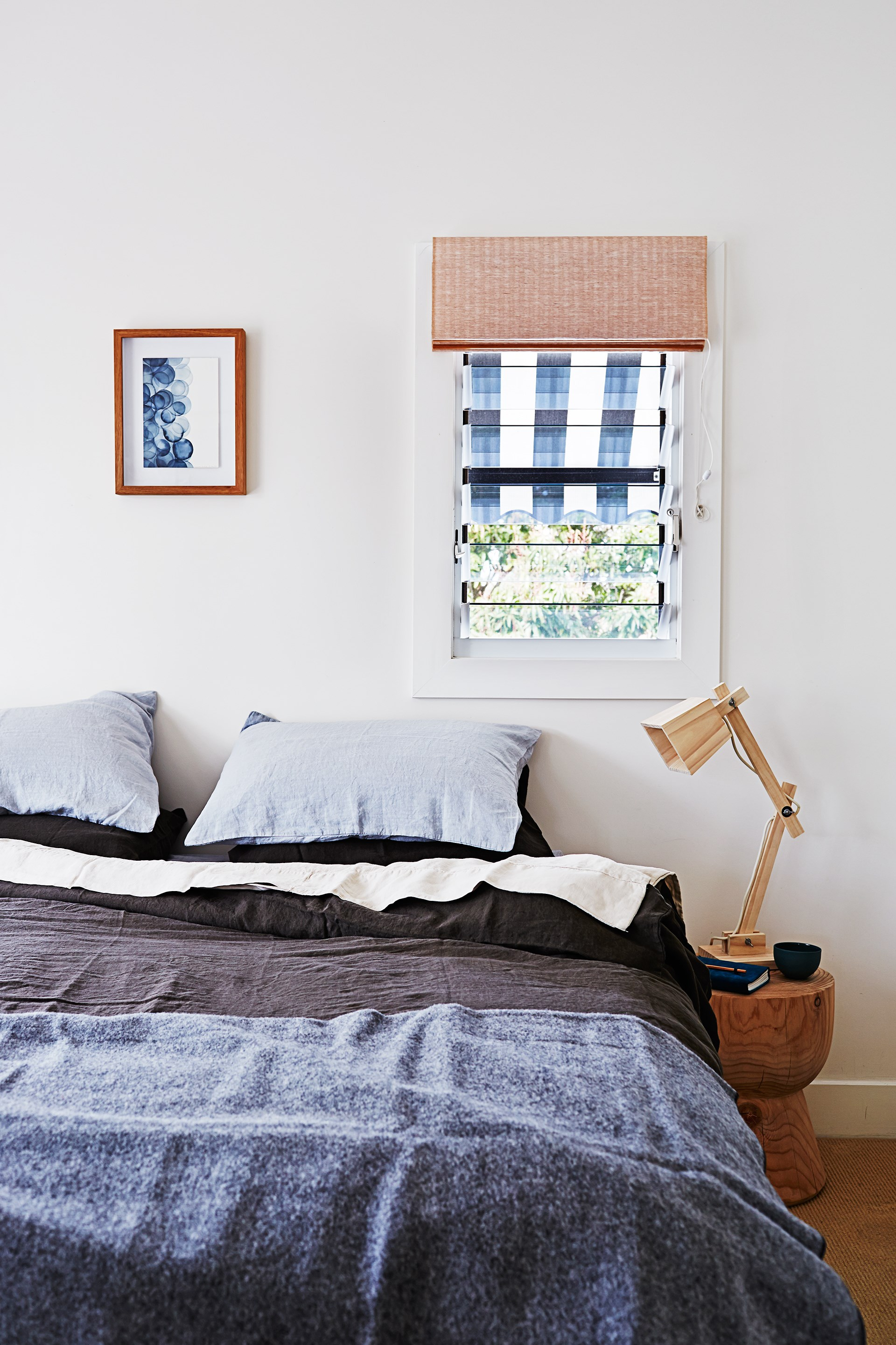 "The laid back look of linen is perfectly suited to this [Byron Bay beach house](http://www.homestolove.com.au/gallery-kimberly-and-stephens-byron-bay-beach-house-1660|target=""_blank""). Photo: Alicia Taylor / *real living*"