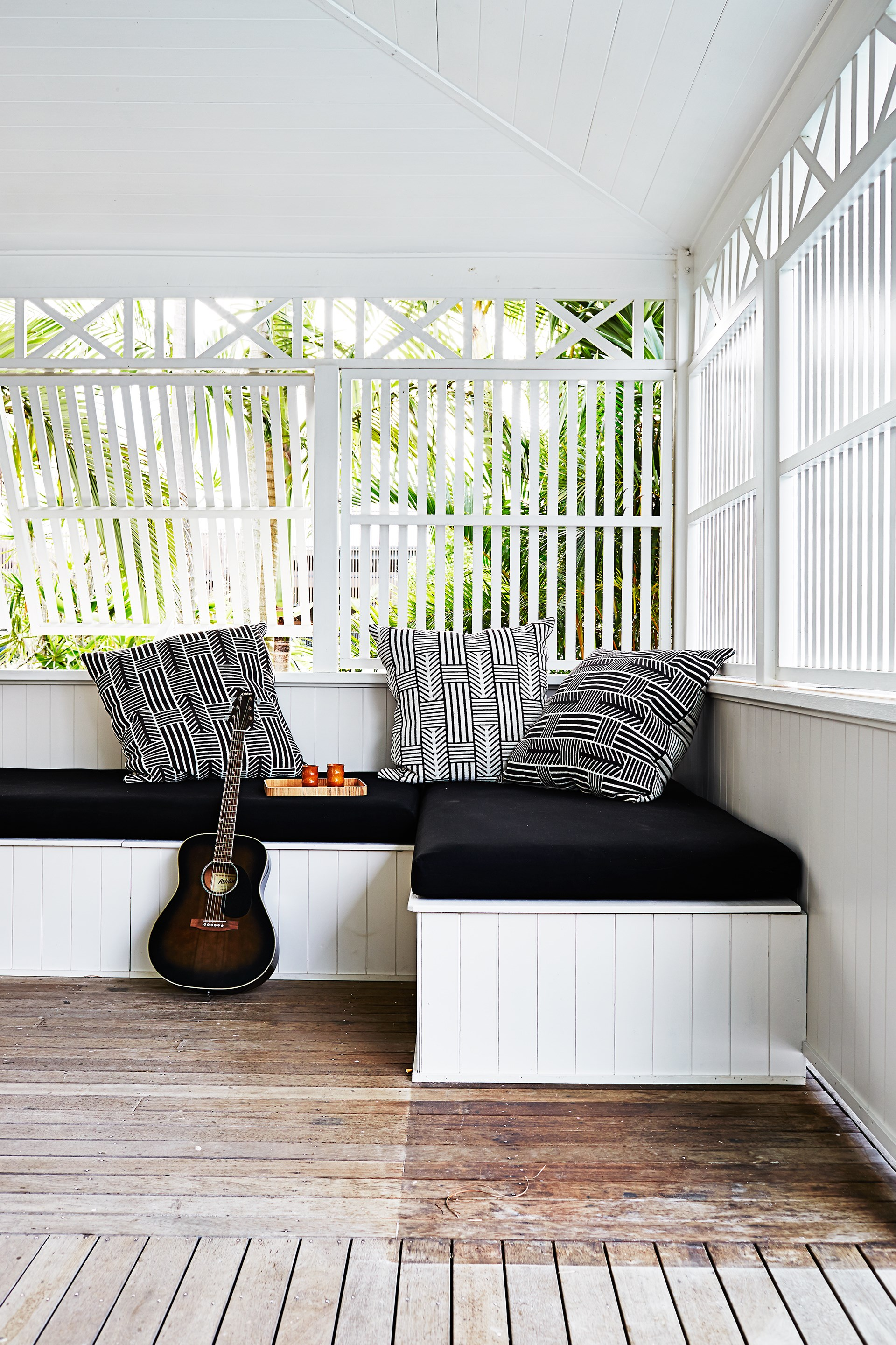 "The deck of this [Byron Bay beach house](https://www.homestolove.com.au/gallery-kimberly-and-stephens-byron-bay-beach-house-1660|target=""_blank"") sports a built-in day bed; ideal for an afternoon snooze or practicing the guitar."