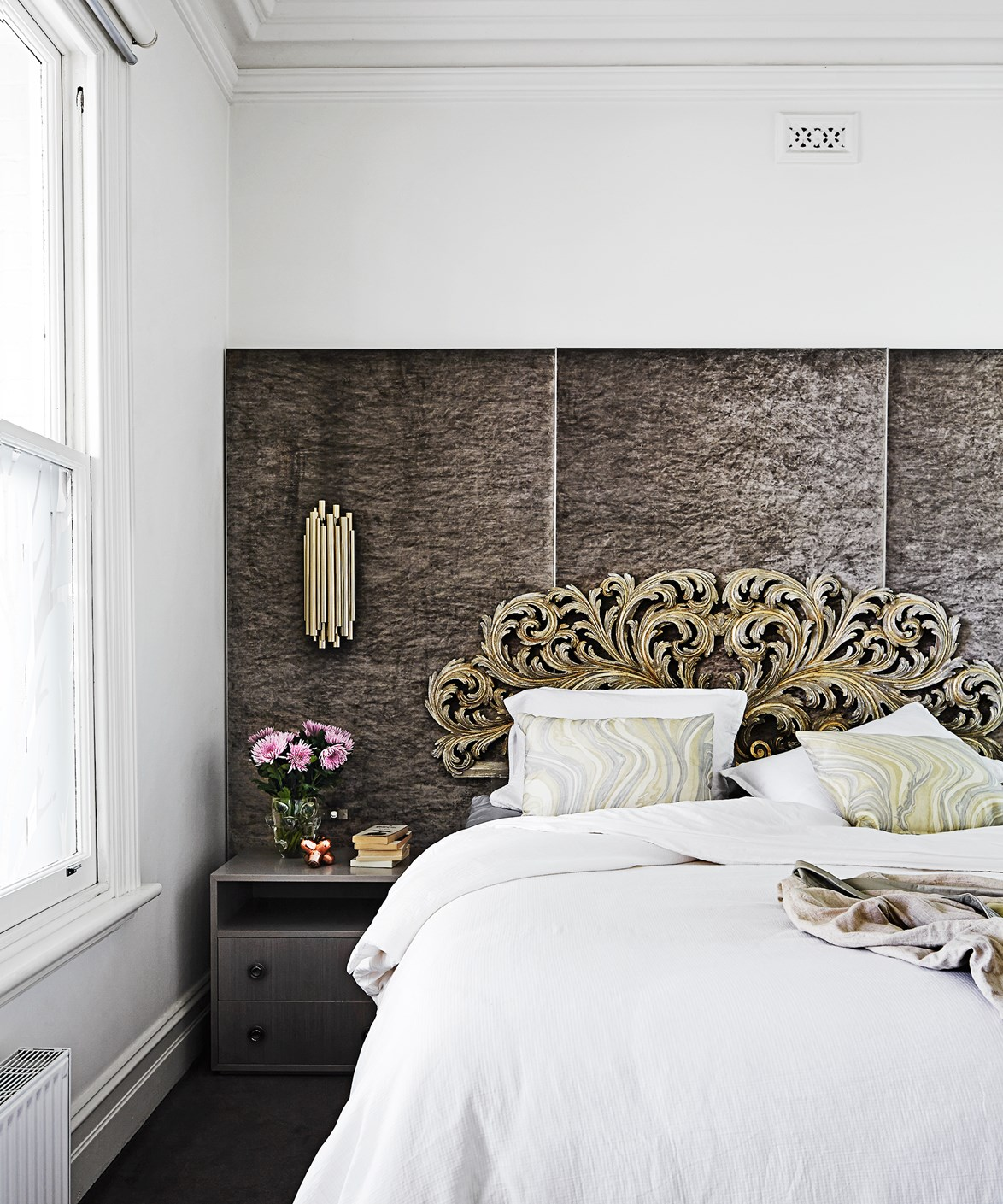 """Inspired by their travels around the world and the high-end hotels they stayed in, the owners of this [luxe hotel-inspired home](https://www.homestolove.com.au/gallery-vivienne-and-maxs-luxe-hotel-inspired-home-1671