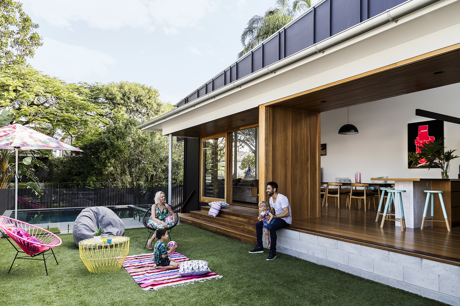 """Talk about blurring the boundaries between inside and out! This Brisbane home needed attention after flood damage, so the owners turned the cottage into a split-level home that opened to the outdoors and keeps the summer heat in check. The design also protects it from potential flood damage in the future. [Step inside](http://www.homestolove.com.au/gallery-laura-and-alistairs-contemporary-family-home-1719
