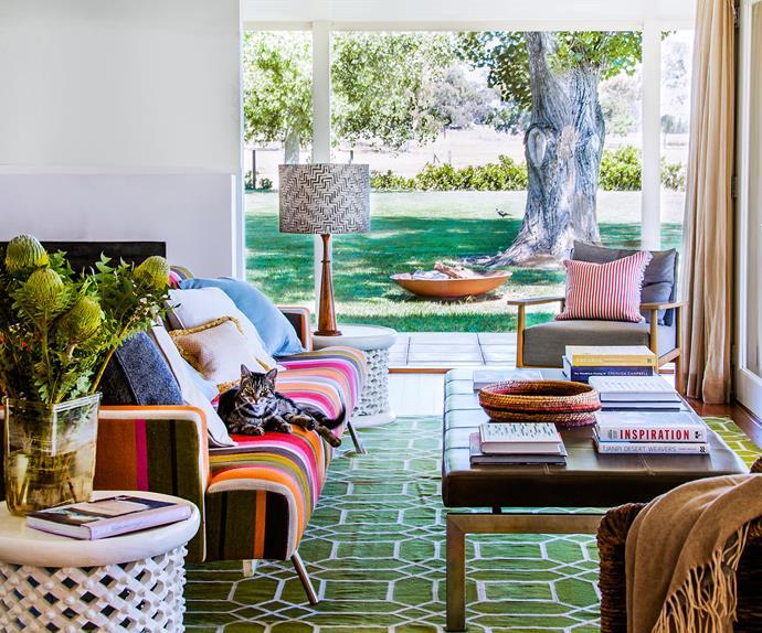 Country living room restoration