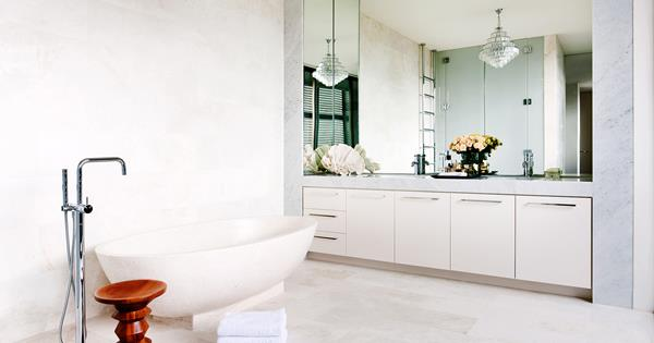Penny Tiles Badkamer : Luxury bathrooms that are instant classics belle